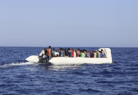 migrants_aboard_a_dingy_boat