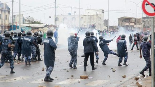 togo_protestors_clahes_with_police