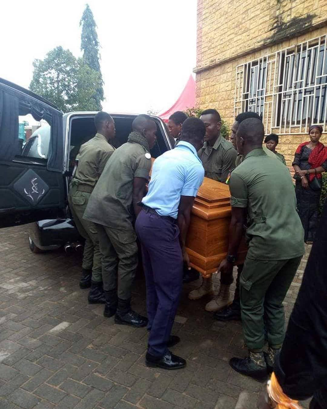 Nana Turkson who died on Tuesday, August,7 begun with a burial service at the St. Luke Anglican Church, Kwashieman.