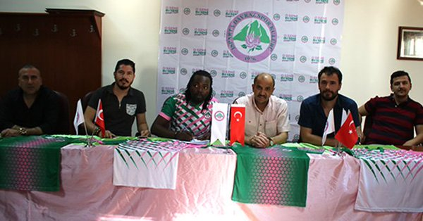 Former Ghana striker Prince Tagoe finally signs for Turkish club Isparta Davrazspor