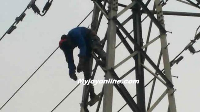 man_electrocuted_while_stealing_electricity_cables