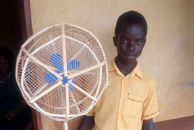 This 15-year-old boy designed a wooden standing fan