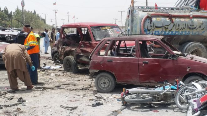 Pakistan elections: Dozens killed in bomb attack