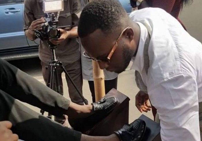This KNUST graduate forgets degree to be a shoeshine boy