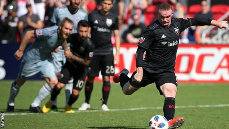 Rooney hits two as United beat Chicago