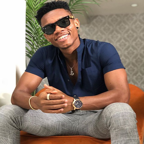 Ladies die to touch KiDi on stage while performing in New York