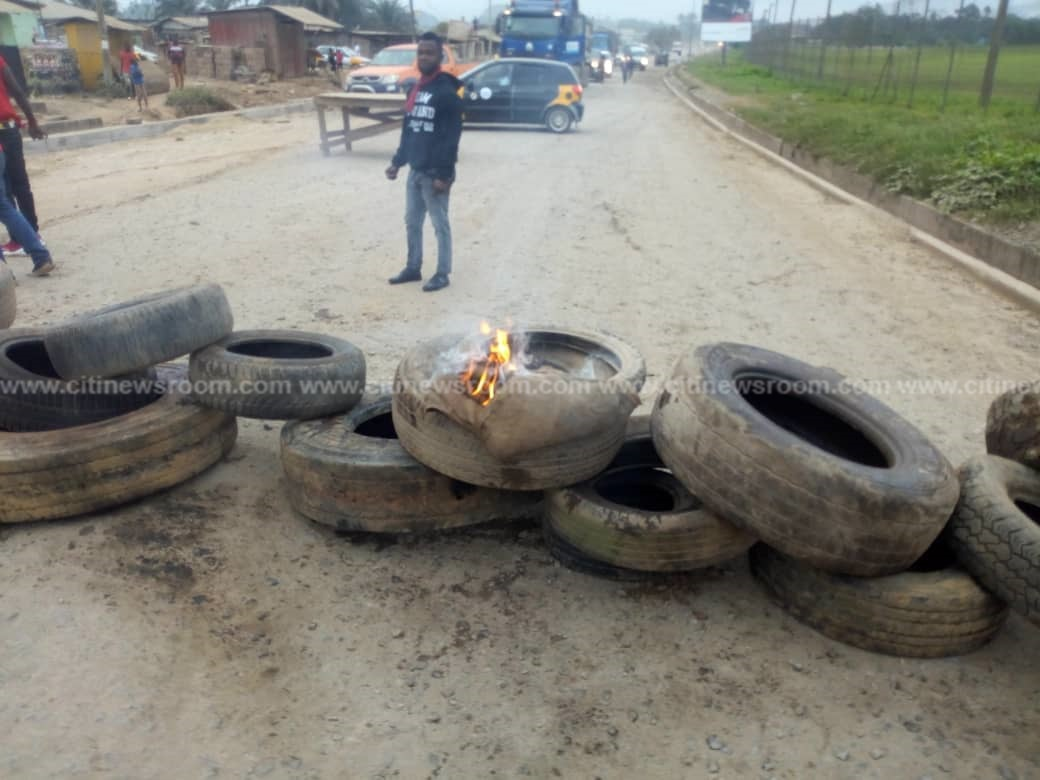 Alavanyo: Youth block major roads after 2 were killed by police-military team