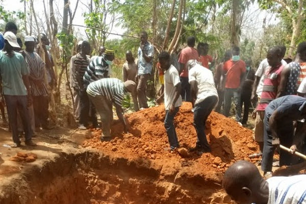 Techiman-Kintampo accident: Passengers burnt beyond recognition given mass burial (PHOTOS)