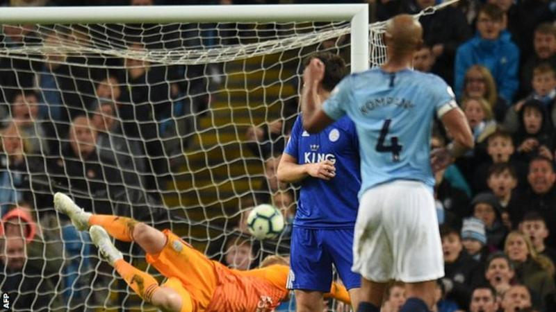 EPL: Kompany breaks Liverpool hearts with wonder striker against Leicester (VIDEO)