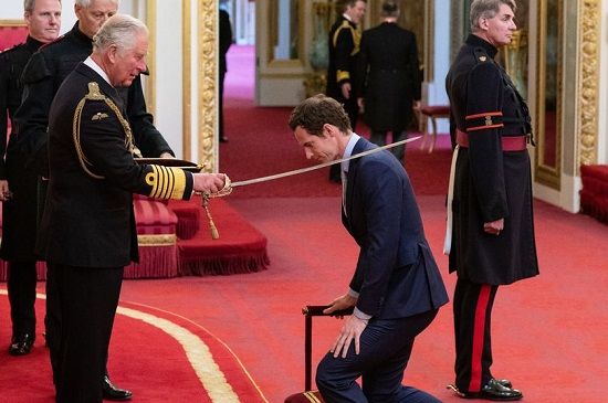 Tennis star Andy Murray receives knighthood at Buckingham Palace