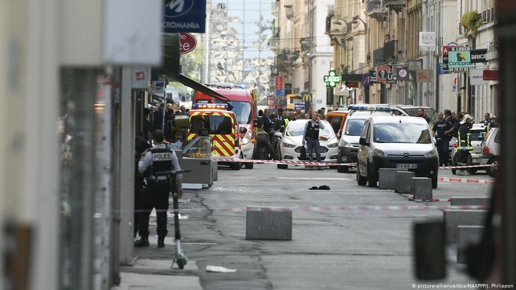 France Lyon : 'Parcel bomb' injures pedestrians