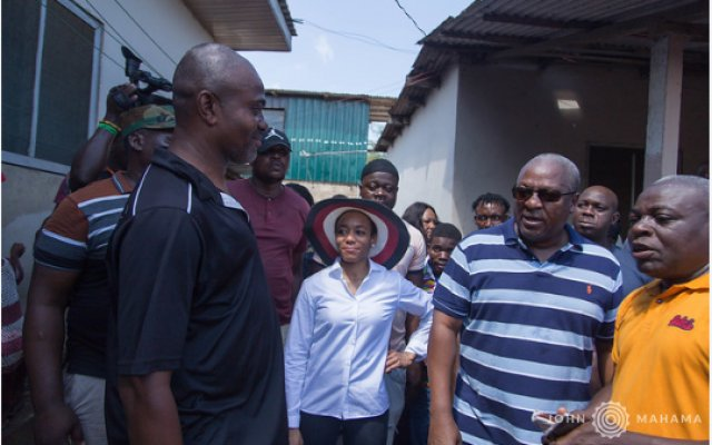 Mahama interacting with some flood victims at Adabraka