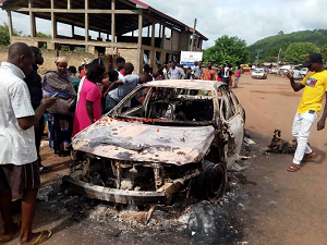 E/R: Angry mob burns suspected thief to death