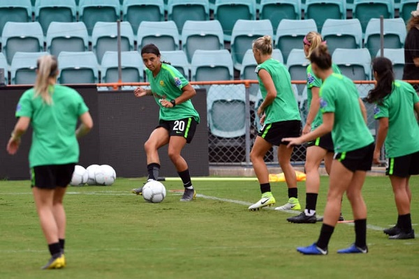 Australia women's team striker Sam Kerr (second from left) kicks the ball during a training session at Leichhardt Oval in Sydney in February. | AFP-JIJI