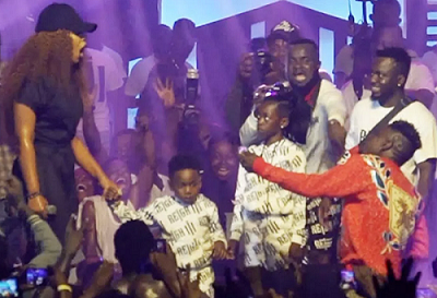 Shatta Wale proposing to Michy on stage