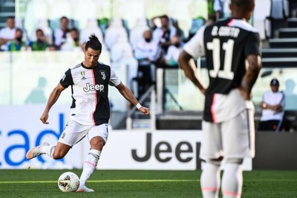 Ronaldo scored his first free-kick for Juve to net his 25th Serie A goal this season (Image: AFP via Getty Images)