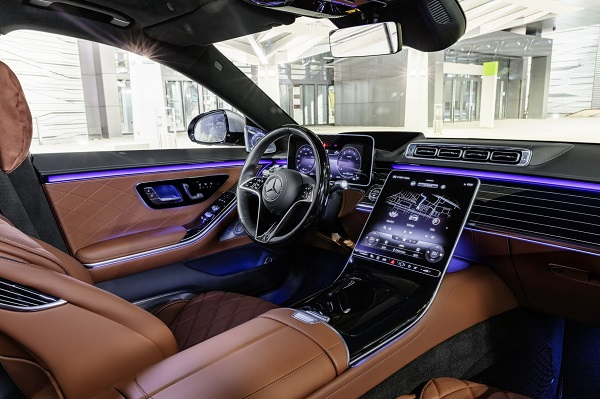 There's no denying that the new Mercedes S-Class' interior is way more modern and tech-y than the current BMW 7-Series that has been on the market since 2015