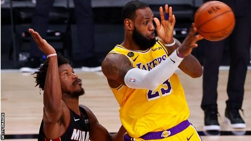 LeBron James scored 28 points as the LA Lakers recovered from defeat in game three