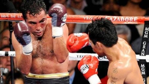Oscar de la Hoya's last fight was an eighth-round defeat by Manny Pacquiao (right) of the Philippines in 2008